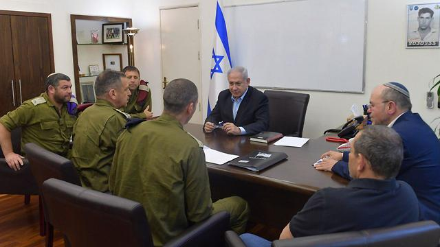 Prime Minister Netanyahu at Security briefing (Photo: GPO)