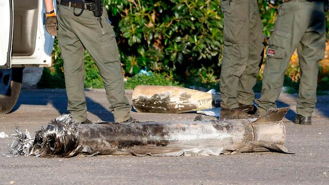 נפל רקטה בקיבוץ יד מרדכי (צילום: AFP)