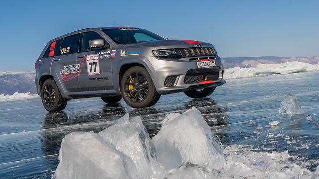 ג'יפ גרנד צ'ירוקי טרקהוק שיא מהירות באגם קרח  ()