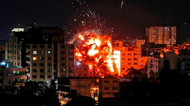 ЦАХАЛ бомбит министерство по делам палестинских заключенных в Газе. Фото: AFP