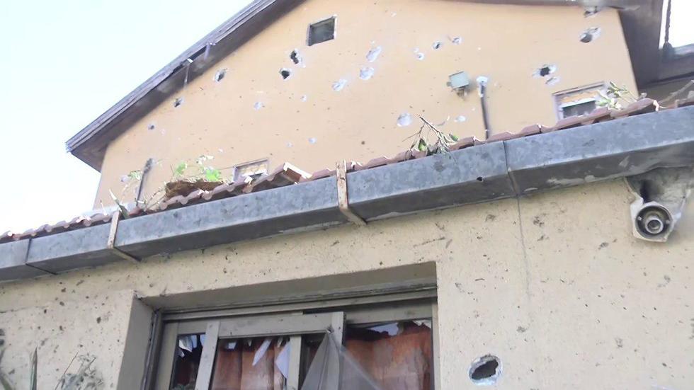 הפגיעה בבית באשקלון (צילום: משה מזרחי)