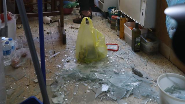 פגיעה בבית באשקלון (צילום: AFP)