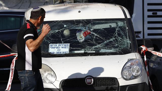 פגיעה ברכב באשקלון (צילום: AFP)