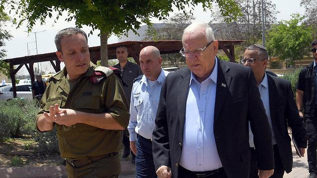 President Reuven Rivlin tours Gaza border area (Photo: GPO)
