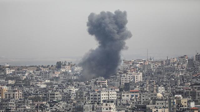 Газа под ударом израильских ВВС. Фото: EPA