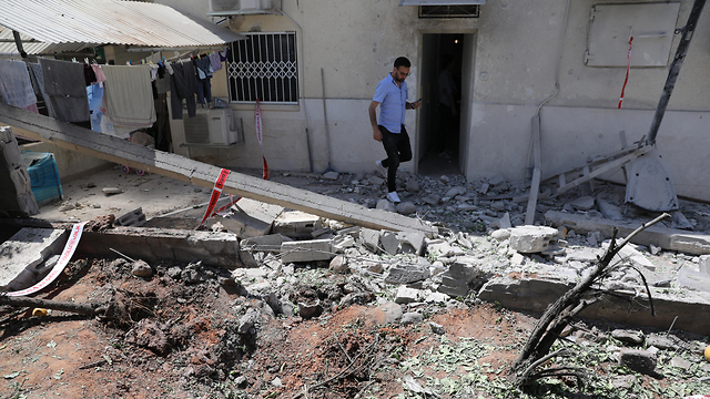 A house in Ashkelon hit by a rocket from Gaza (Photo: EPA)