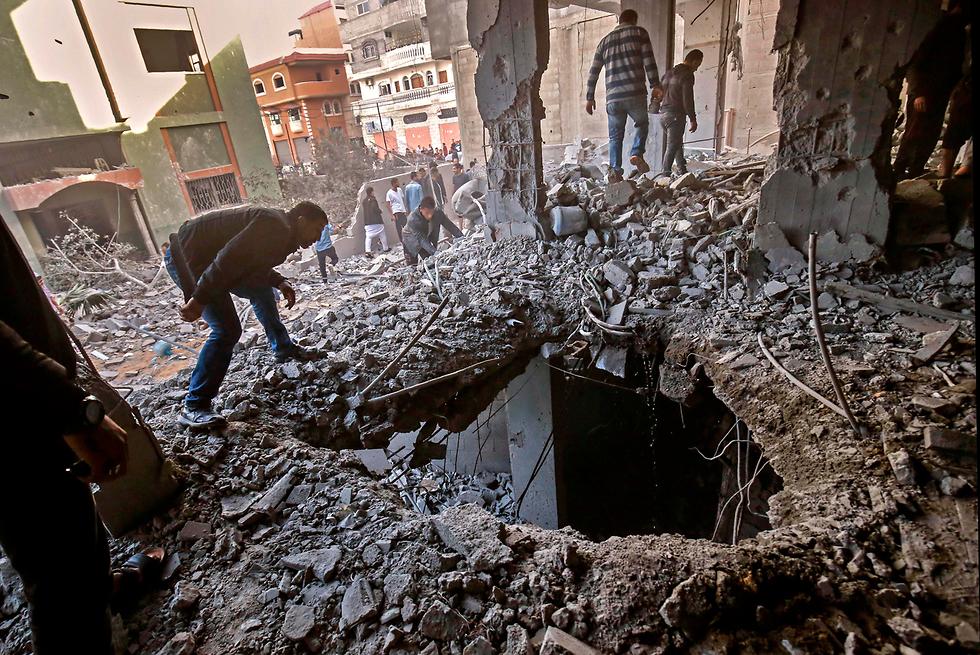 Рафиах после удара ВВС ЦАХАЛа. Фото: AFP