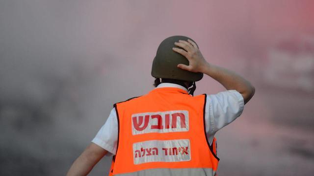 פצוע מפגיעת ירי רקטה ברכב באשדוד (צילום: אבי רוקח)