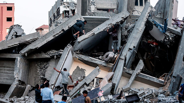 Building colapses after IDF air strikes on Sunday (Photo: AFP)