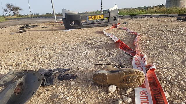 На месте падения ракеты, убившей Моше Федера на шоссе № 34. Фото: Барэль Эфраим