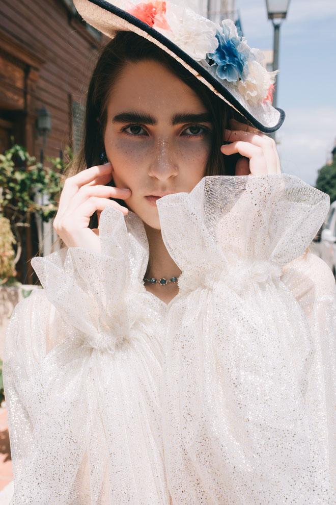 עליונית, לי קודו | כובע, לוני וינטג' | שרשרת, סברובסקי ברשת פלאנט (צילום: עדי סגל)