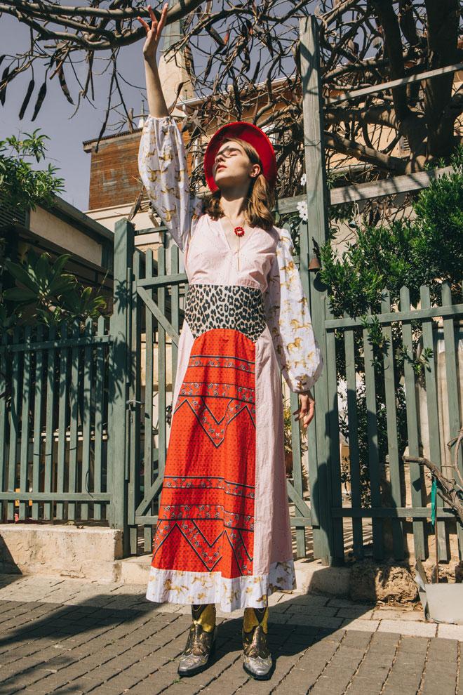 כובע, לוני וינטג' | שמלה ונעליים – גאני בבוטיק ורנר | שרשרת, modern muse by Victoria zerkal (צילום: עדי סגל)