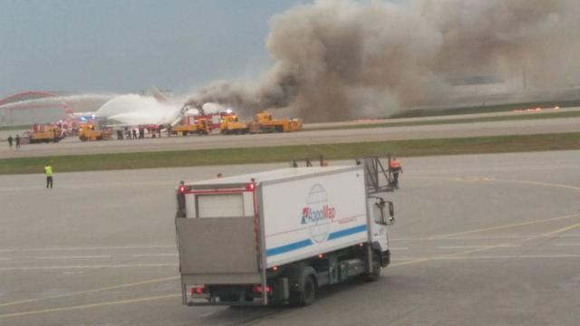 התרסקות המטוס בנמל התעופה במוסקבה (צילום: אופק לוי)
