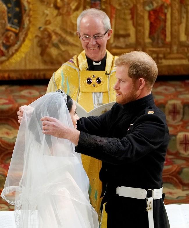 עדיין מתרגשים מהתמונה הזו. מרקל הארי והארכיבישוף מקנטרברי (צילום: Gettyimages)