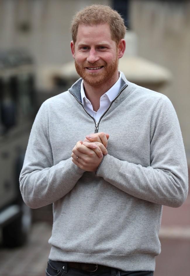 האבא המאושר! הנסיך הארי (צילום: mega)
