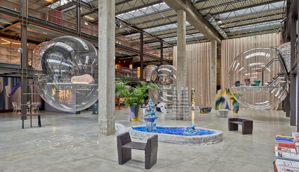 בשלוחה רחבת ידיים מחוץ למרכז העיר, הציגה גלריה Nilufar Depo את Far, אחת התערוכות היותר מעניינות בשבוע העיצוב, בחלל המתפרס על פני שלוש קומות