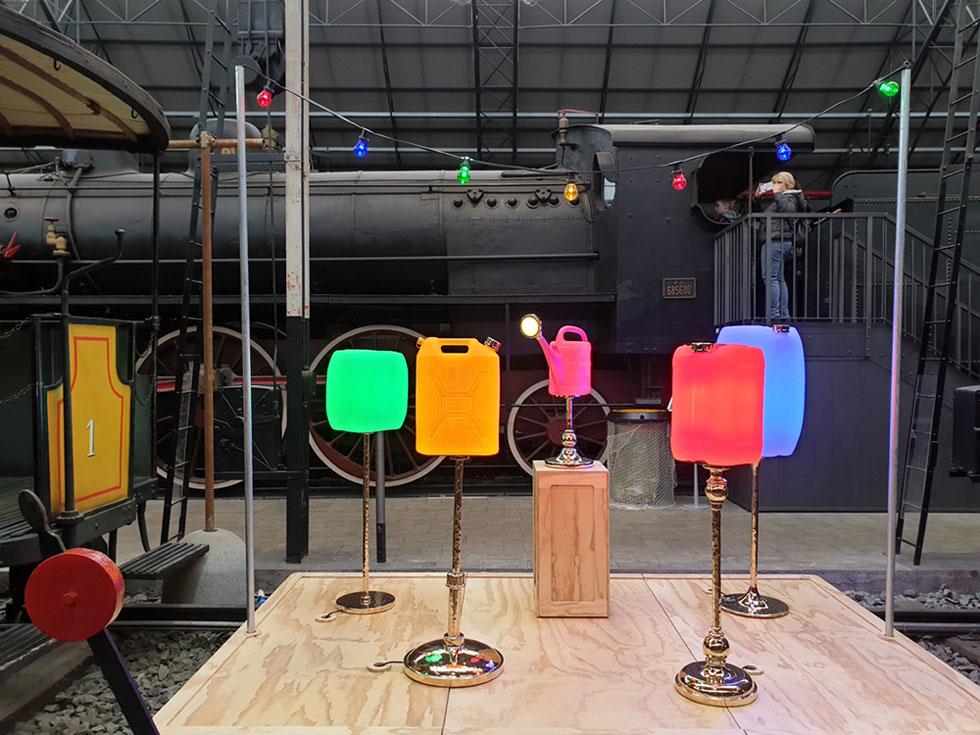העבודה שהציג Studio Job במוזיאון המדע והטכנולוגיה בתערוכה Ro Plastic – Master's Pieces, חלק מפרויקט ''פלסטיק ללא אשמה'' של גלריה רוזאנה אורלנדי (צילום: סיגל נמיר)