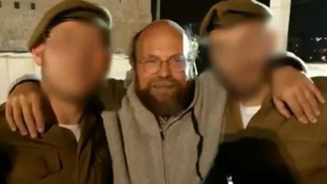 Aharon Granot with IDF enlistees