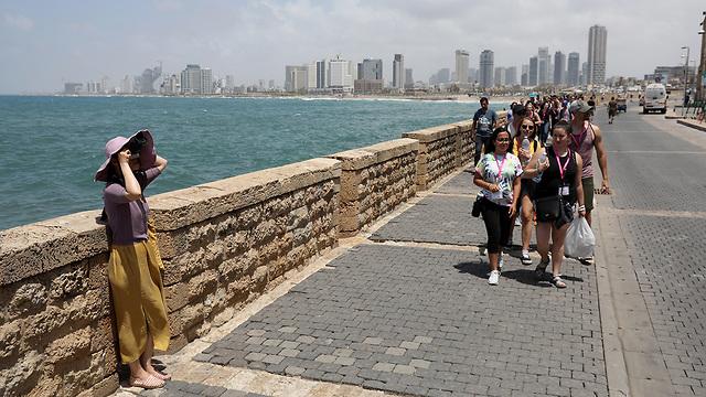 Туристы в Тель-Авиве - Яффо. Фото: ЕРА