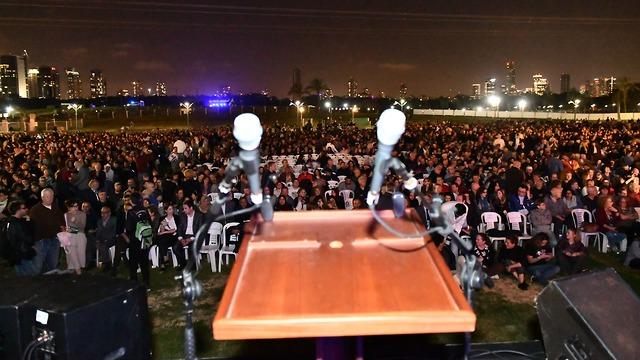 אירוע זיכרון משותף ישראלים ופלסטינים בתל אביב (צילום: רמי בן-ארי, לוחמים לשלום)