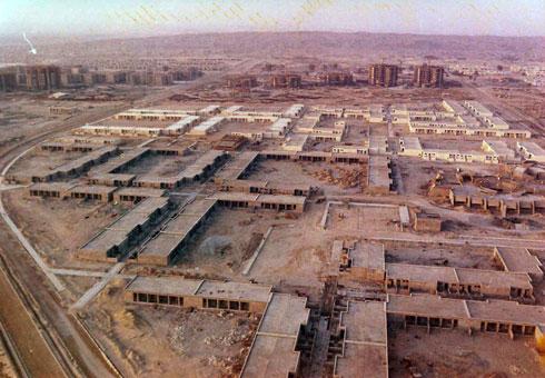 הבנייה בשטח (אדריכל: דן איתן, צילומי מודל: פאול גרוס)