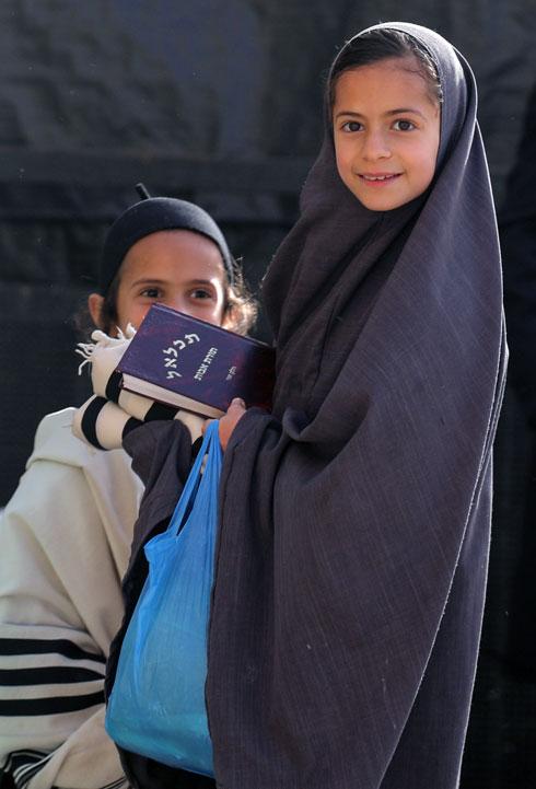 בת לנשות הצניעות במאה שערים בירושלים (צילום: יורם ביברמן)
