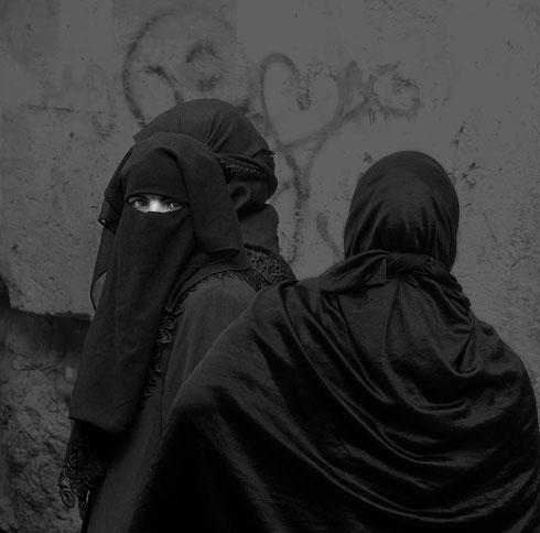 אישה מוסלמית עוטה ניקאב בירושלים העתיקה (צילום: מיכאל לויט)