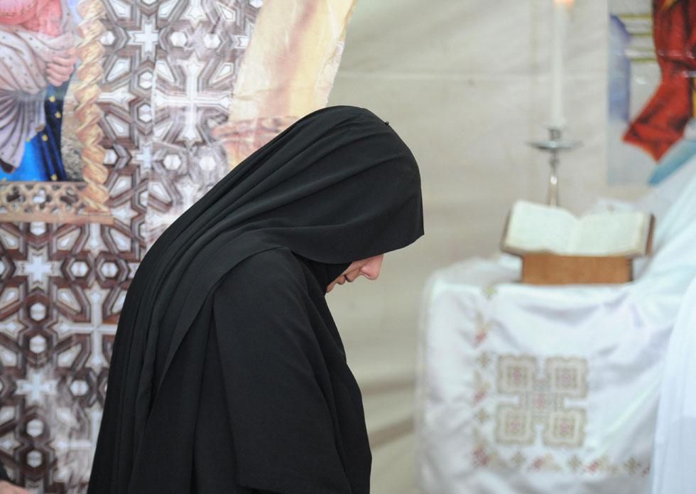 נזירה קופטית-אורתודוכסית בכנסיית סנט אנטוניוס, ירושלים העתיקה (צילום: דנצ'ו ארנון)