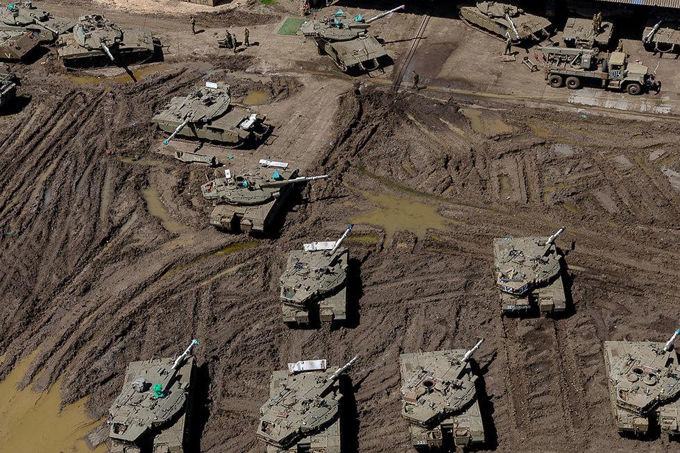 בסיס שריון בצפון הארץ  (צילום: ישראל ברדוגו)