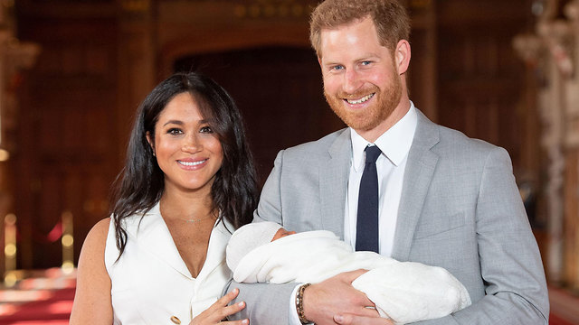 Счастливые родители с новорожденным сыном. Фото: AFP