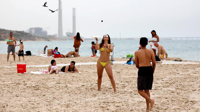 "People play paddle ball, known in Hebrew as ""matkot"", a popular Israeli sport, at a beach in Ashkelon, Israel May 6, 2019"