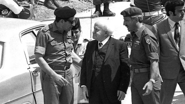 דוד בן גוריון מגיע למצעד 1973 בשנה האחרונה לחייו (צילום: אוסף דן הדני בספרייה הלאומית )