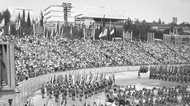 מצעד 1967 באיצטדיון האוניברסיטה בירושלים (צילום: אוסף דן הדני בספרייה הלאומית )