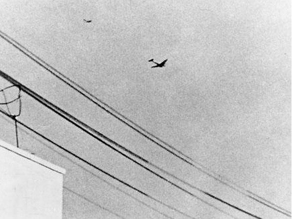 Моди Алон атакует египетские бомбардировщики над Тель-Авивом. Фото: Wikimedia