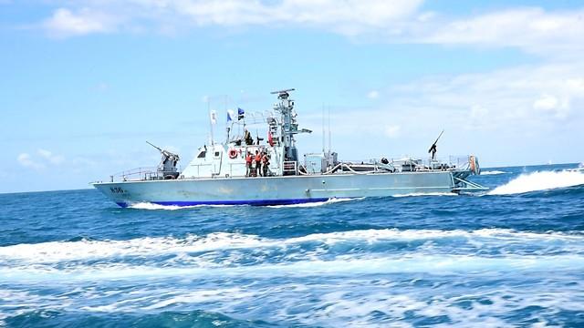 Корабли ВМС ЦАХАЛа, сопровождавшие яхты. Фото: Раз Гросс