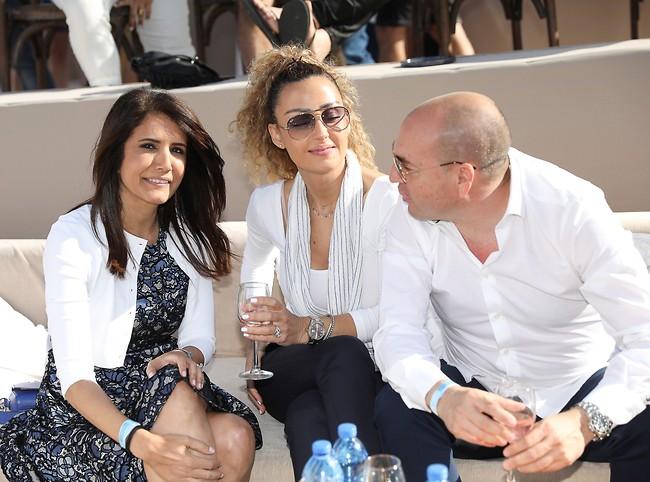 אפשר להתערב בשיחה? אייל ברקוביץ ובת הזוג עם אלונה ברקת (צילום: רפי דלויה)