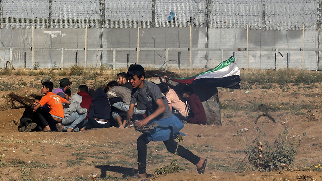 Young Palestinians protest near the Gaza border (Photo: AFP)