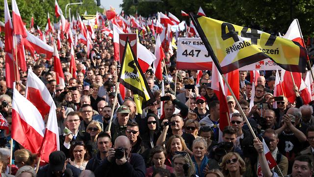 הפגנה פולין נגד פיצויים ל יהודים שואה (צילום: רויטרס)