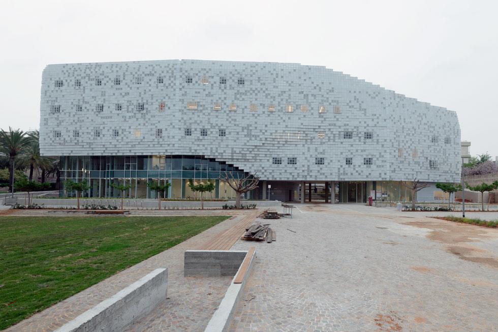 משרד האדריכלים קימל-אשכולות זכה בתחרות מוזמנים לתכנון הבניין, שנמצא בלב הקמפוס ברמת אביב (צילום: גדעון לוין)