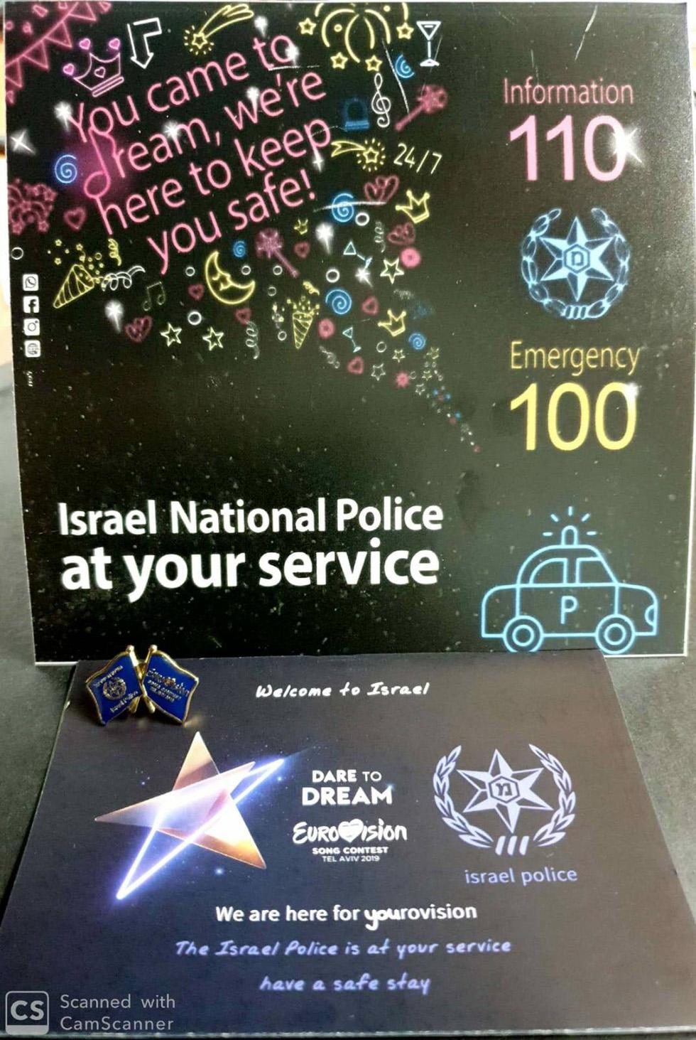Флаеры полиции на английском языке. Фото: пресс-служба полиции