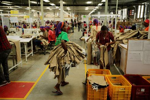 במדינה לא נהוג שכר מינימום במגזר הפרטי. מפעל טקסטיל באתיופיה (צילום: Reuters)