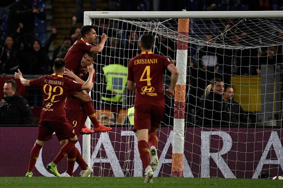 שחקני רומא חוגגים (צילום: AFP)