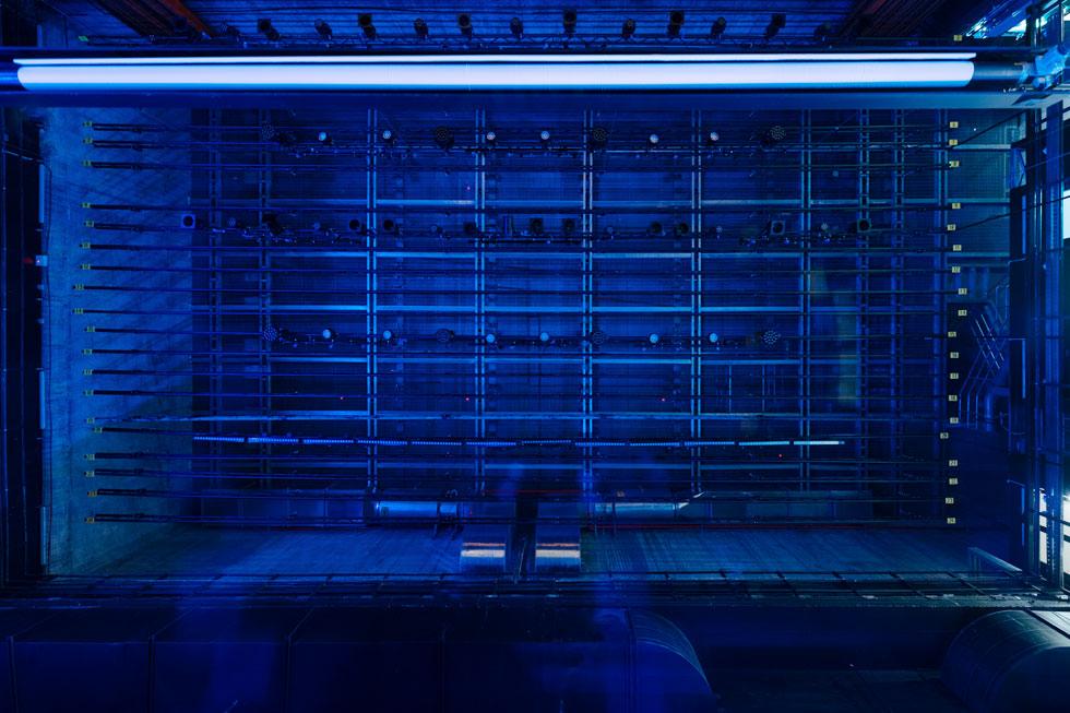 רוחב של 13 מטרים, עומק של 12 מטרים ומגדל במה בגובה 23 מטר לתפאורות מורכבות (צילום: גדעון לוין)