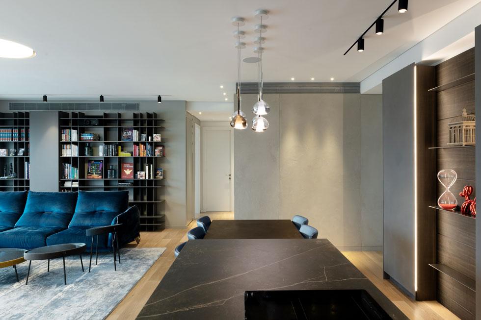 מבט מכיוון המטבח אל הכניסה (צילום: גדעון לוין)