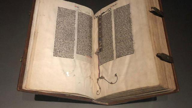 ספר תודה מוזיאון לובר הלובר אבו דאבי איחוד האמירויות (צילום: רקפת זלשיק)