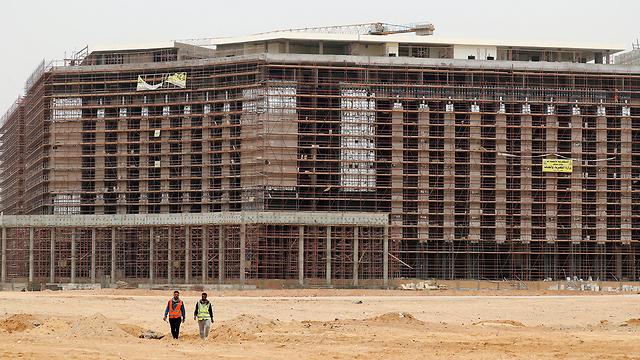 מצרים בונה עיר במדבר ממזרח ל קהיר (צילום: רויטרס)