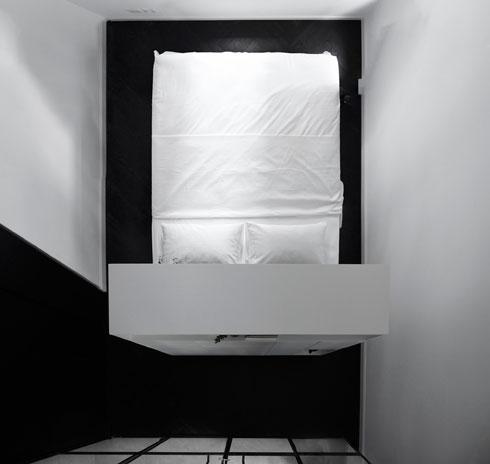 חדר השינה במבט מלמעלה (צילום: גדעון לוין)