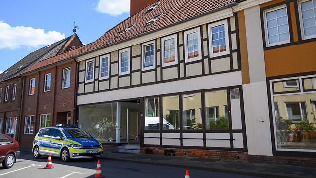 גרמניה תעלומה הרוגים חיצים מלון עוד שתי גופות ב צפון (צילום: AP)