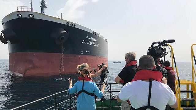 תקיפת אוניות ו מכליות ב איחוד האמירויות מכלית הנפט הסעודית אל מרזוקה (צילום: AFP, Emirati National Media Council)