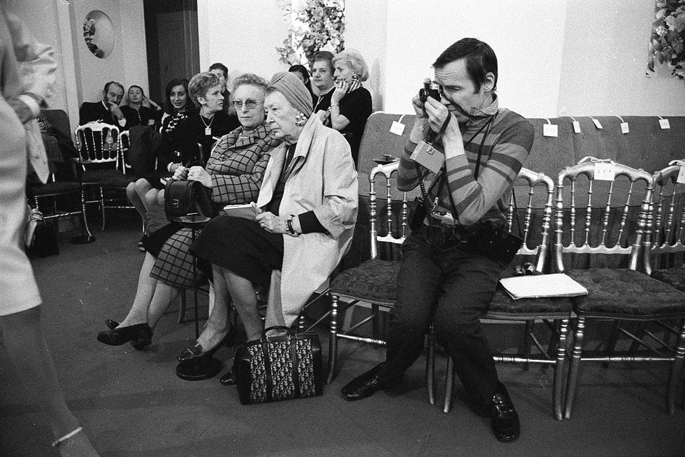 """""""ביל לא התעניין בסלבריטאים. הוא הכיר מאוחר יותר את ג'קי אונאסיס ואחרות, שרצו שהוא יצלם אותן, בעוד שבהרבה מקרים הוא בכלל לא ידע מי הן"""", אומר במאי הסרט מארק בוזק (צילום: Harold Chapman)"""